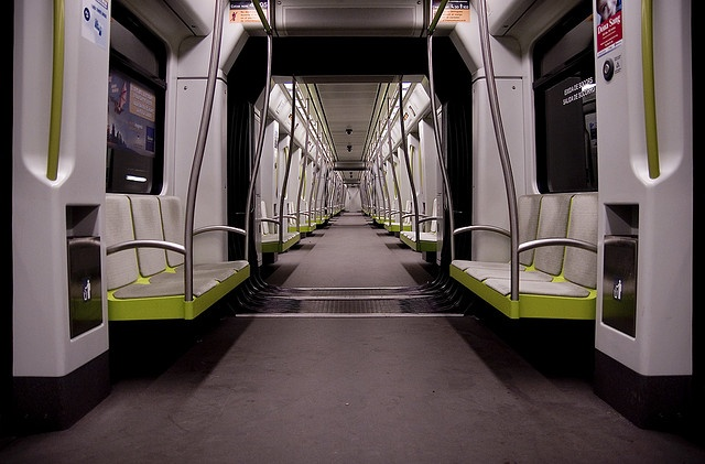Alone. Metro de Valencia.