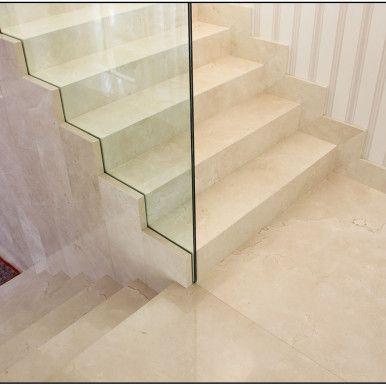 Escada em Mármore Crema Marfil