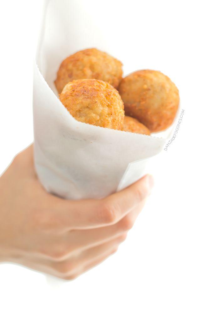Bolas de Risotto Vegano, un aperitivo muy sencillo sin lácteos, sin huevo y sin gluten. Es una receta ideal para aprovechar las sobras del arroz.