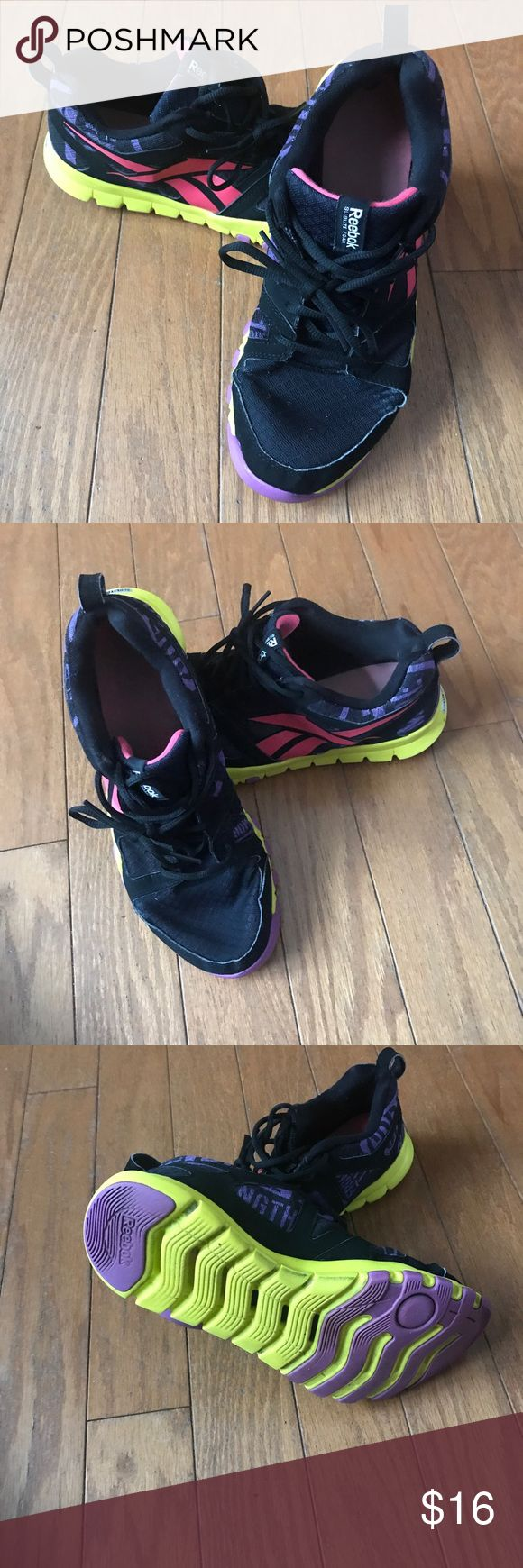 Reebok Women's Tennis Shoes 👟 In fair/used condition. No overall major wear but are used. Willing to negotiate price😊 Reebok Shoes Sneakers