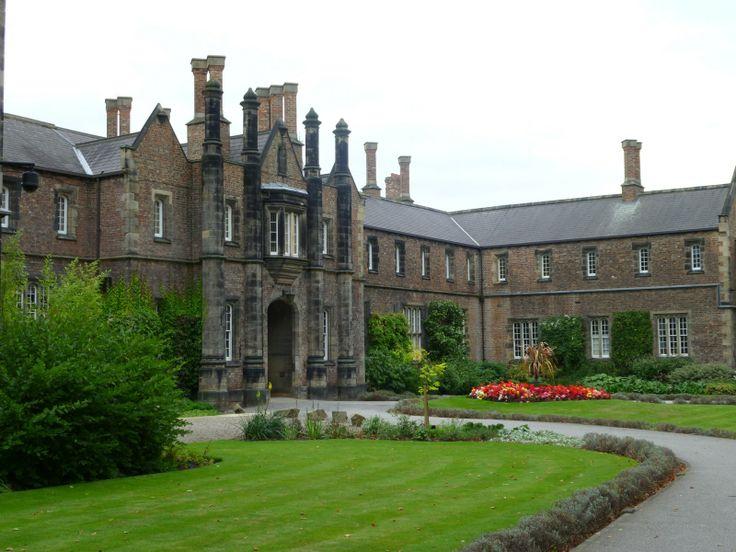 York St. John's University