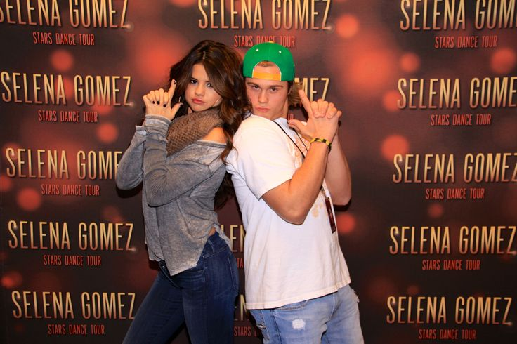 celebrity meet and greet poses shawn