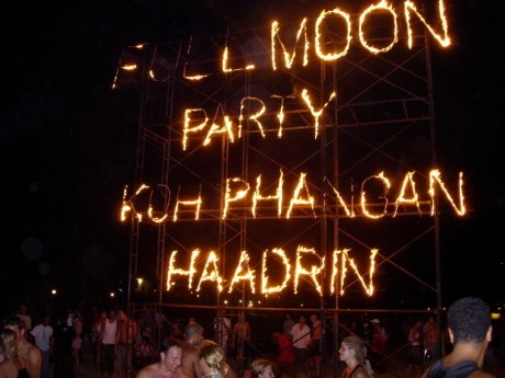 Full Moon Party Koh Phangan - http://billigreisenasien.blogspot.com/2012/12/full-moon-party-koh-phangan-noch.html