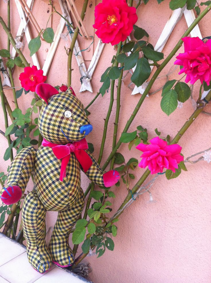 Byron Scottish style Teddy Bear likes the smell of roses... By GSBears, Barcelona