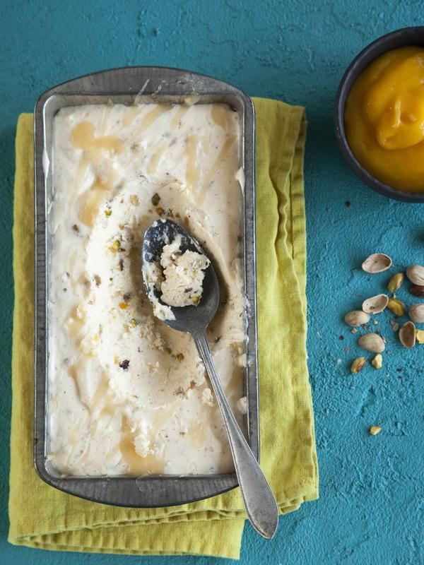 Kirpeän sitruunaisessa pashajäädykkeessä on sattumina sukaatteja ja pistaasipähkinöitä. | Pashajäädyke | Koti ja keittiö
