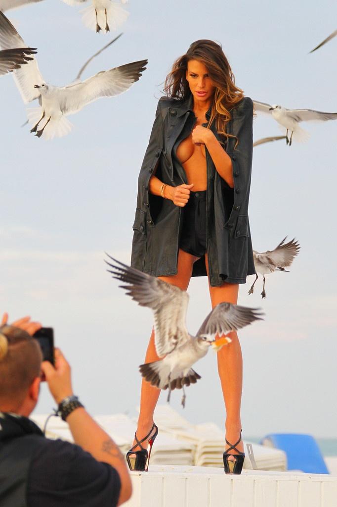 Claudia-Galanti-sexy http://alb3rt1.altervista.org/oops/claudia-galanti-oops-in-bikini-al-mare-e-sul-set-fotografico-in-topless/#