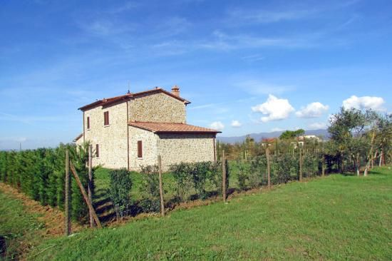 5 km from the historic center of Cortona, we find this stone house, the area of 180 square meters on two levels #dreamhome #properties #realestate #luxury #tuscany #forsale #tuscanproperty #tuscanproperties