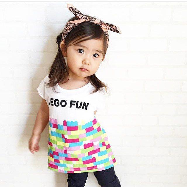 ユニママの皆さん 子供達に大人気のレゴブロック の新作UTが登場  無限の組み立てが楽しめるレゴブロックuniqlo ginzaの7階のウィンドウもレゴブロックが登場  @yumemamana さんより 全身ユニクロコーデしたよ このレゴのUTが可愛くて シンプルにデニムレギンスと合わせてみた Tシャツの形もブロックの色も可愛いんや  girls レゴグラフィックT...990円TAX.品番:164029  ユニジョの皆さん @yumemamana さんのIGは素敵なコーデがたくさんありますよいつも素敵な写真をありがとうございますphoto by @yumemamana )  ユニママの皆さん レゴランドディスカバリーセンターの入場券が当たるインスタグラムキャンペーンも実施中 お好きなレゴTを着てインスタに投稿ハッシュタグ  #レゴUTキャンペーンエントリー  をつけて投稿しよう4/25迄詳しくはオンラインをチェック  #レゴ #lego #legostagram #legoland #ut #ユニクロキッズ #uniqlokids #ユニママ#ユニクロの輪…