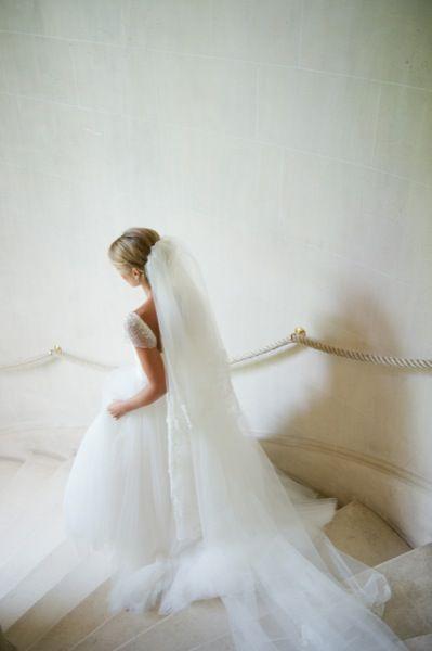 SYMPHONIE A L ABBAYE, mariée, voile, robe blanche, escalier, mariage, wedding