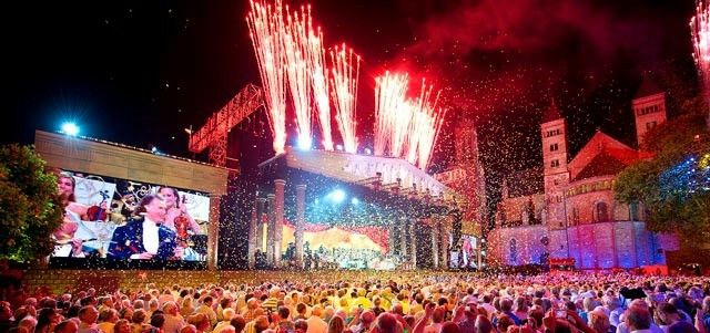 Andre Rieu and His Johann Strauss Orchestra — 3rd Weekend in Maastricht Added. Due to popular demand, André Rieu and his Johann Strauss Orchestra will take the Vrijthof stage for 3 encore performances on July 20, 21 and 22 2018. Tickets for this 3rd weekend go on sale on Friday September 29th at 10am CET via andrerieu.com. Hotel and VIP packages will also be available. Tickets for the first 2 weekends are SOLD OUT. Only a few Hotel and VIP packages are still available through André Rieu…
