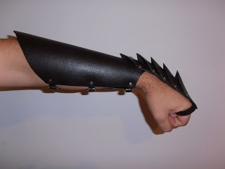 Leather gauntlet/bracer combo | LARP tutorials