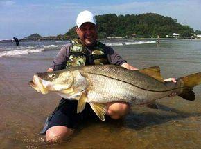 Robalo Flexa - Pescador brasileiro fisga recorde mundial de robalo com quase 30kg.
