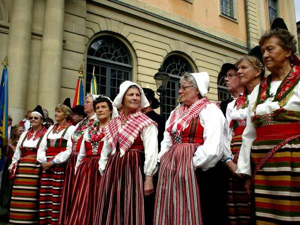 Lithuanian folk costumes - Page 4