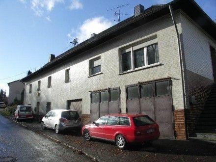 Nähe Prüm: Doppelhaus Weide Garten Garagen auch für Pferdebsitzer  Details zum #Immobilienangebot unter https://www.immobilienanzeigen24.com/deutschland/rheinland-pfalz/54614-giesdorf/haus-kaufen/20640:-1529100047:0:mr2.html  #Immobilien #Immobilienportal #Giesdorf #Haus #Deutschland