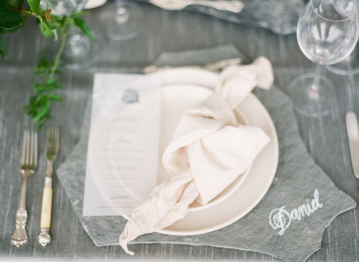 Photography : Sorella Muse | Floral Design : Bowerbird Atelier | Event Planning : Linen & Lilac  | Linens : La Tavola Fine Linen Rental Read More on SMP: http://www.stylemepretty.com/2017/01/31/the-blueprint-for-using-pantones-color-of-the-year-in-your-wedding/