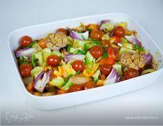 Запеченные куриные крылышки  Запеченные куриные крылышки с овощами можно подать на ужин. Приготовление блюда не займет много времени. Просто положите все ингредиенты в форму для запекания и поставьте в духовку. #готовимдома #едимдома #кулинария #домашняяеда #куриные #крылышки #запеченные #ужин #овощи #зелень #сытно #быстро #легко