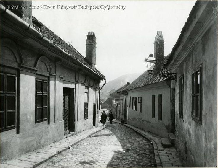 Tabán Aranykakas utca