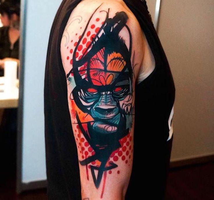 Seit vier Jahren bereist der griechische Tattoo-Artist Dynozdie ganze Welt als Gast-Tätowierer. Eine guteMöglichkeit für ihn, seine abstrakten Kunstwerke unter…