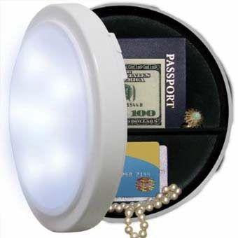 Как спрятать деньги и ценности в доме? Есть много достаточно простых способов оборудовать домашний тайник.