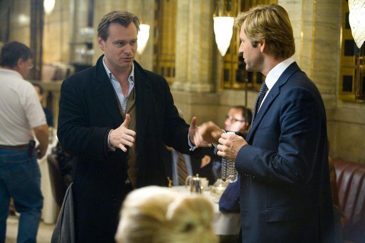 """Christopher Nolan dirigindo Aaron Eckhart em """"Batman: O Cavaleiro das Trevas"""" (2008)"""