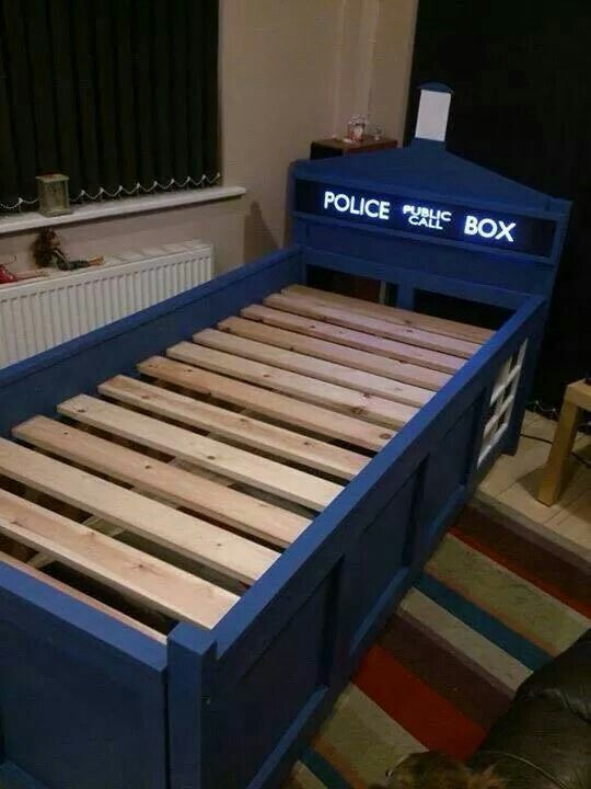 i have no idea who actually built this bed but i do know i want one and i want it now seriously the bbc needs to license this tardis bed and sell - Dr Who Bedroom Ideas