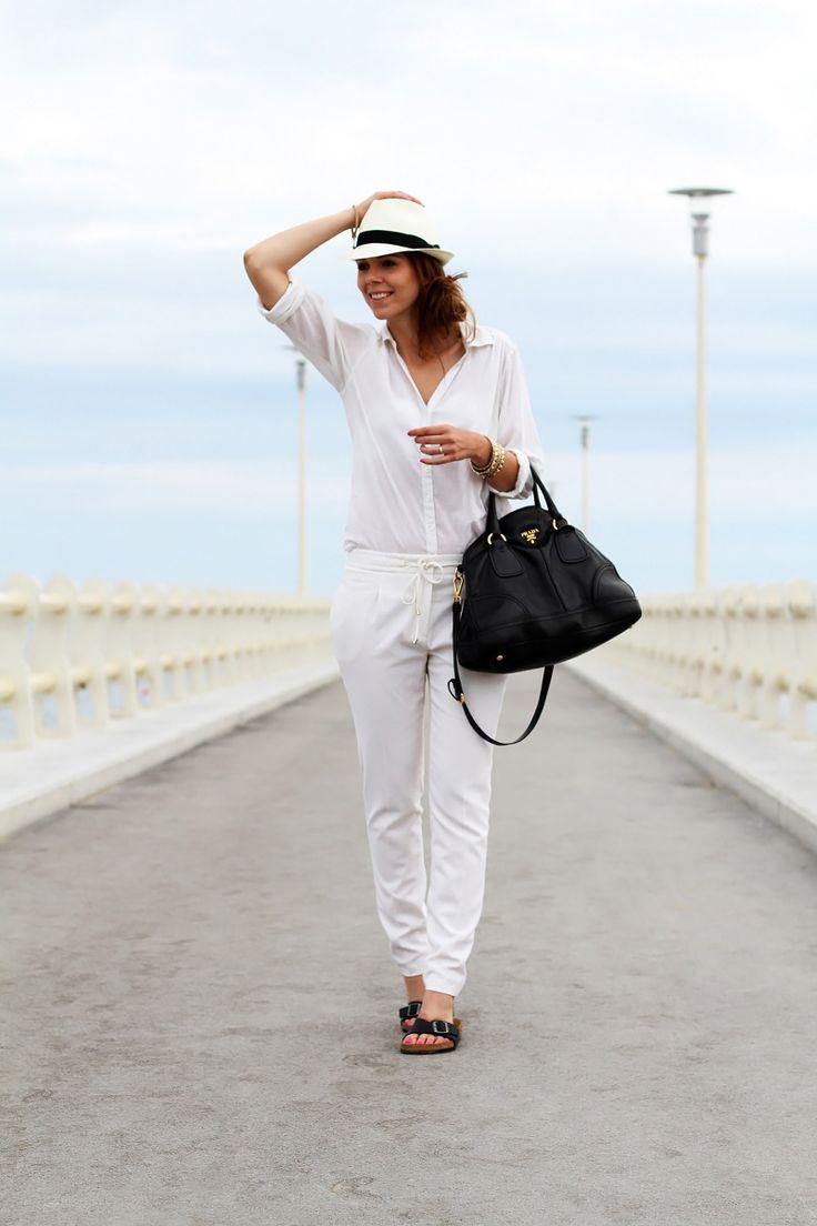 #fashion #fashionista Irene forte dei marmi | birkenstock | camicia bianca | borsalino | cappello borsalino | pantaloni bianchi | borsa prada