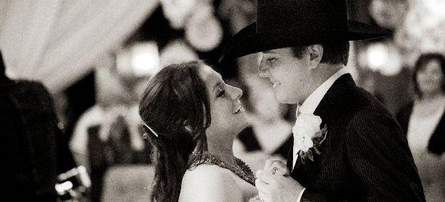 Taylor Earnhardt and Brandon Putnam wed.