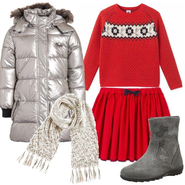 Outfit pensato per una bimba di sei anni: cappotto invernale silver, collo alla coreana, cappuccio bordato da pelliccia ecologica, zip, multitasche, abbinato a gonna rossa, pieghe, elastico in vita, fiocchetto nero. Maglione rosso, in fantasia, scollo tondo, stivaletto grigio, scamosciato, punta tonda, strass, sciarpa crema in fantasia.
