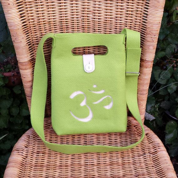 VILT TAS OM/Wool-Felt Bag  with Carved Buddhist OMsymbol Handmate - Handgemaakte Handtas van Vilt: Fair & Eco!