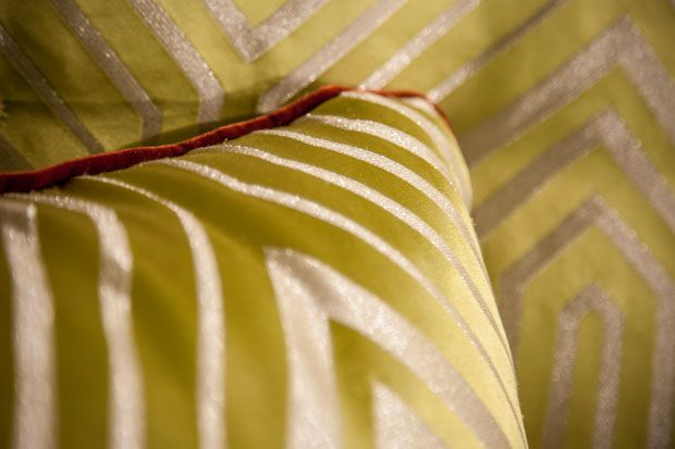 BROCHIER KATHERINE: a very modern #geometrical design #fabric realized with a special voluminous and shining weft yarn, woven on a rich pure silk satin warp. http://brochier.it/fabrics/fabric-search/j2970-katherine-002/