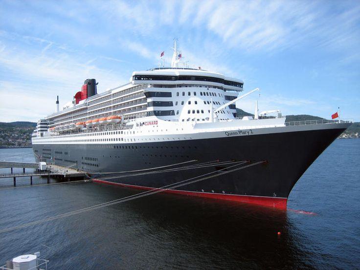 El Queen Mary 2 es un transatlántico perteneciente a la compañía Cunard Line. Es el más grande, lujoso y caro construido en la historia marítima. Con una eslora de 345 metros, una velocidad máxima de 56 kilómetros hora y una capacidad para 2620 pasajeros.