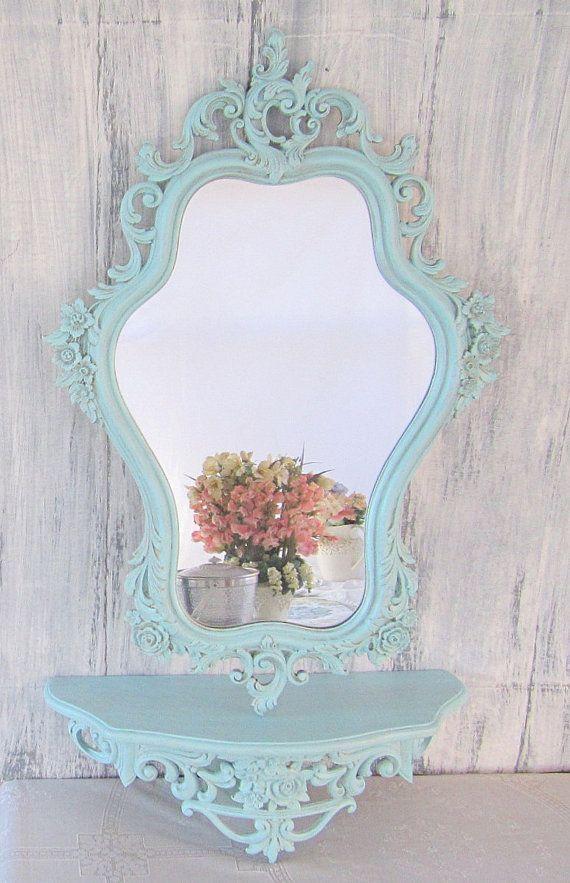 Lo specchio è un complemento d'arredo fondamentale per l'estetica dell'abitazione. Lo stile Shabby Chic, provenzale o country per questo elemento è sinonimo di creatività, raffinatezza e attenzione a quei dettagli che fanno la differenza. Noi siamo andati a cercare qualche … Continua a leggere →
