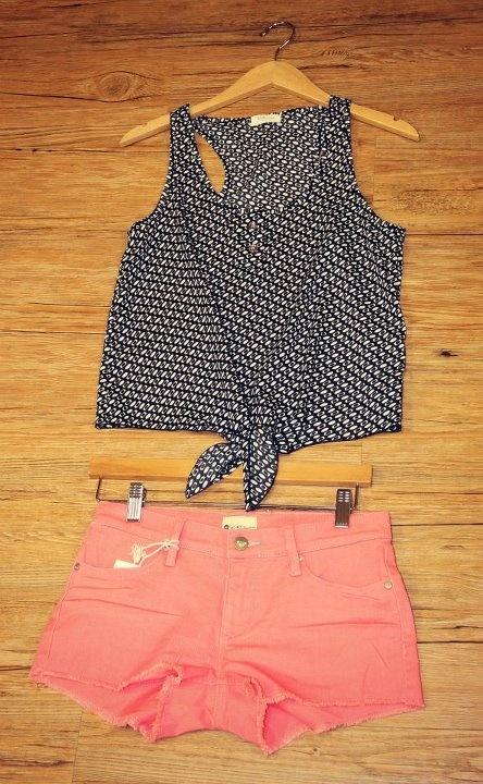 Love this!Ties Shirts, Polka Dots, Summer Outfit, Fashion Teen, Ties Tops, Colors Shorts, Beach Fashion, Coral Shorts, Summer Time