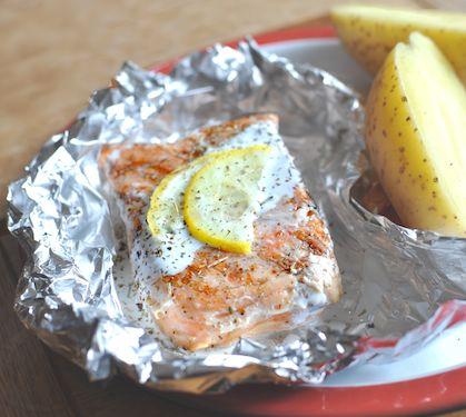 Papillotes de saumon au barbecue - Envie de bien manger. D'autres recettes de papillotes sur www.enviedebienmanger.fr/recettes/papillotes