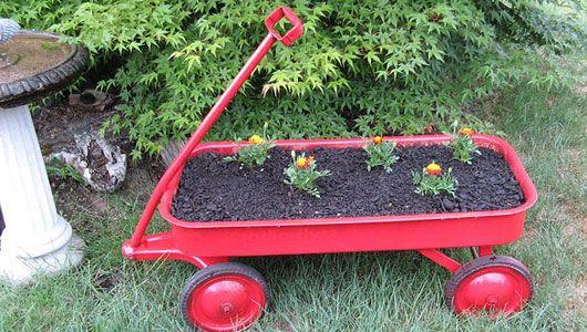 Gardening ideas: Organizations Farms, Minis Gardens, Gardens Idea, Growing Up, Cute Idea, Mothers Nature, Red Wagon, Old Wagon, Pinterest Addiction