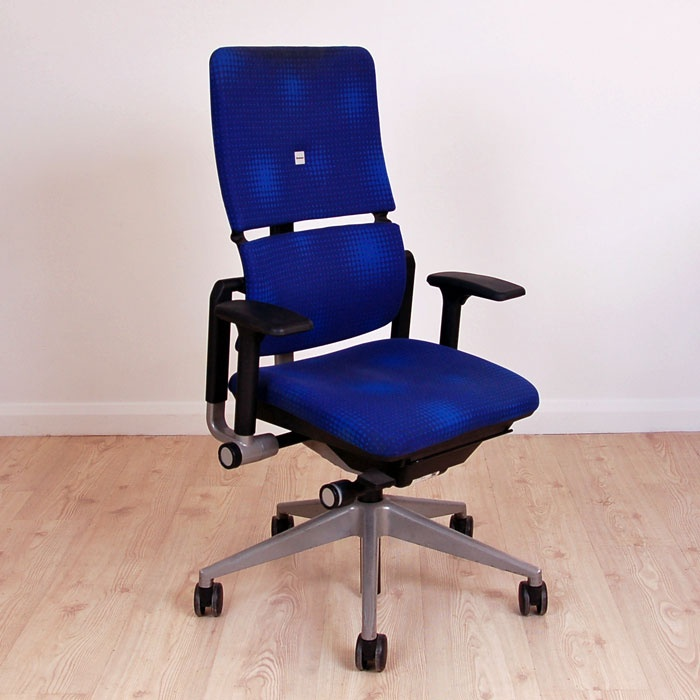 We have a second hand Steelcase chair in blue available
