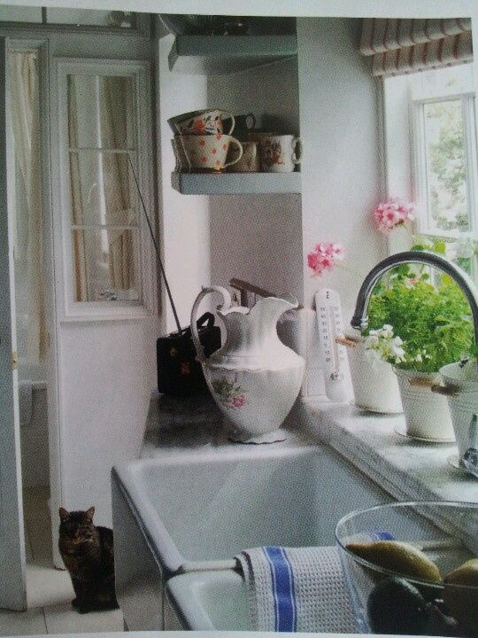 Country kitchen complete with a butlers sink & vintage china x