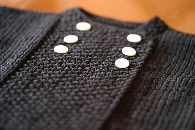 baby sweater...free on Ravelry http://www.ravelry.com/patterns/library/bamboozle-bambino-jacket