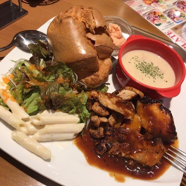 : ここのお店ほんと好きだな、、、2年ぶりぐらいだけど。 そして旨味の極み。 . . . #飯テロ #旨味の極み #ハワイアン料理 #ハワイアン #肉 #パン #スープ #instagood #instafood #instapic #delicious #bread #soup #meat #salad #hawaiian #hawaii #hawaiianfood #kai #foodstagram #fff #f4f #l4l #follow4follow #いいね