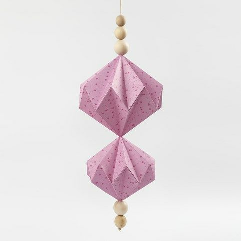 Ophæng med papirdiamanter af designpapir fra Vivi Gade