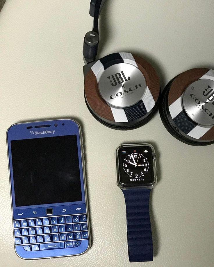 #inst10 #ReGram @henry130: Apple Watch シリーズ  ブルーのペア JBLのヘッドホンBluetoothで繋がるけどやっぱり音質はイマイチでもブルーのラインが好き Blackberry CLASSICブルーとApple Watch 2 バンドのブルー GOOD #blackberryclassic  #jbl  #BlackBerryClubs #BlackBerryPhotos #BBer #RIM #QWERTY #Keyboard
