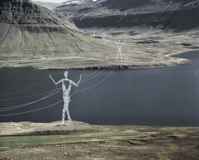 En Islande, des pylônes électriques sont transformés en sculptures de 45m de haut ! Impressionnant...