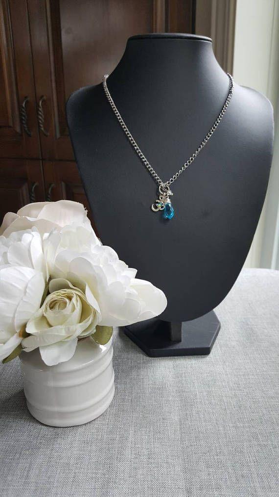 Collier court bleu acier inoxydable cristaux Swarovski ohm