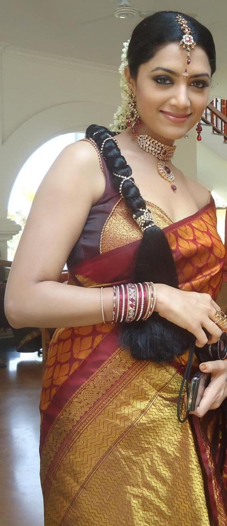 She is good for nagin look..