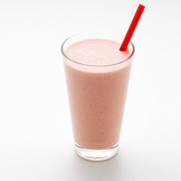 Jahodové Smoothie - bilý jogurt, banán, pomerančový džus, mražené jahody