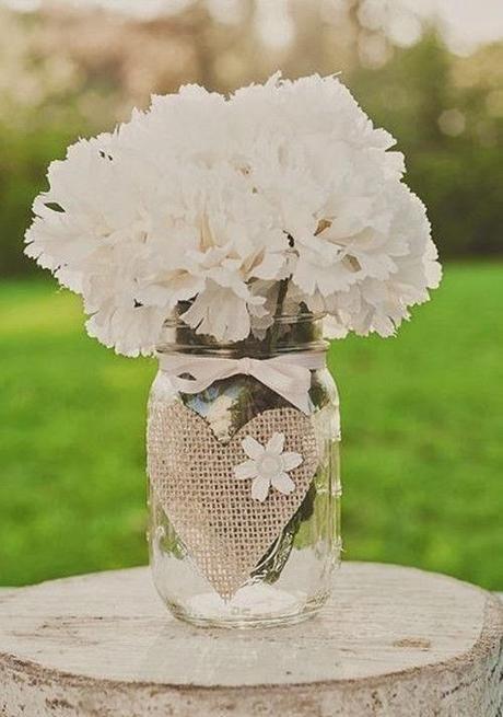 Decoración. Botes de cristal y flores