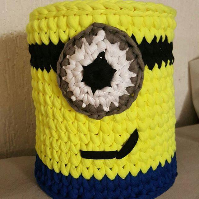 Boa noite!!! Graças à Deus as coisas estão sendo encaminhadas, agradeço pelas orações. Olha que lindo cesto de Minion  @ysmnardc35  #minions #decor #inspiration #inspiração #cestatrapillo #cestofiodemalha #fiosdemalha #trapillo #yarn #crocheteiras #crochet #crocheting #crochetlove #crochetingaddict #croche #yarnlove #yarn #knitting #knit #penyeip #craft #feitoamao #handmade #croche #croché #crochê #croshet #penyeip #вязаниекрючком #uncinetto #かぎ針編み #instagramcrochet #totora