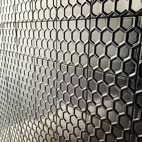 Honingraat tegels in zwart