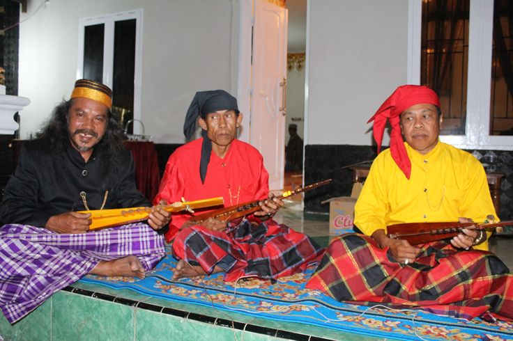 """traditional music instrument made by jackfruit tree. """"kacaping"""""""