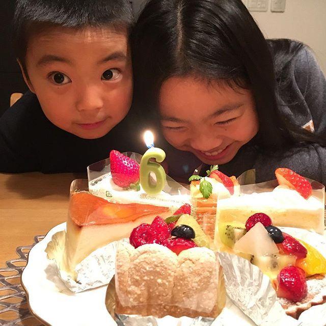 WEBSTA @ hitomi.y.0520 - 今日は息子の6歳の誕生日でした💓晩ご飯は息子のリクエストで唐揚げとグラタンでしたが、息子くん乳歯が2本グラグラの状態なんで晩ご飯あまり食べれず💦😭乳歯が抜けたら、ご馳走いっぱい作ってあげるから次はいっぱい食べてね😆6歳のお誕生日おめでとう💓#誕生日 #お誕生日おめでとう #1月5日 #1月5日生まれ #いちご大好き#6歳 #バースデーケーキ #卵未使用 #シャトレーゼ #アンデケン #器#うつわ #narumi #chilewich